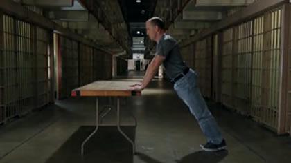 囚徒健身:05.俯卧撑 第二式 上斜俯卧撑