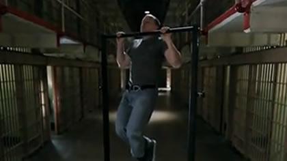 囚徒健身:15.引体向上 第四式 半引体向上