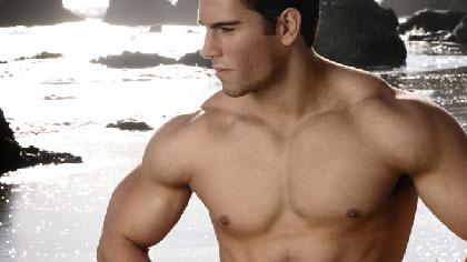 不想去健身房 6个哑铃动作练成肌肉男
