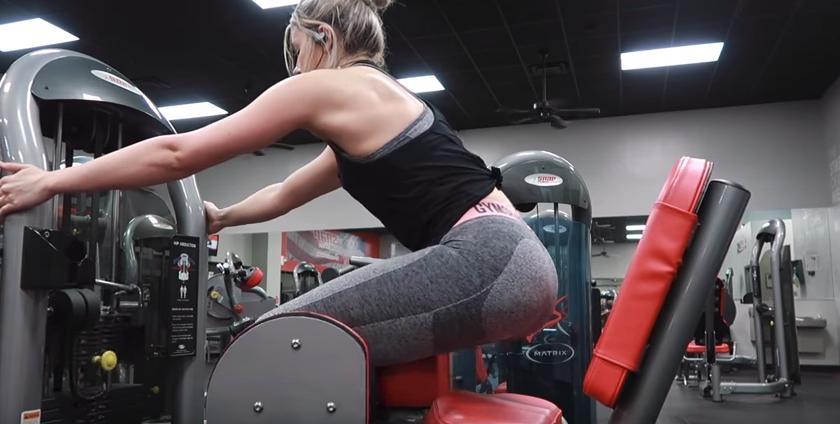 充分利用健身房的器械打造豐滿翹臀