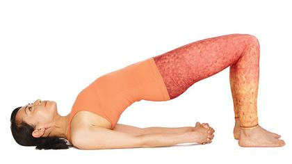 每天一式学瑜伽:桥式!改善月经不适