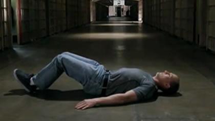 囚徒健身:16.舉腿 第四式 平臥蛙舉腿