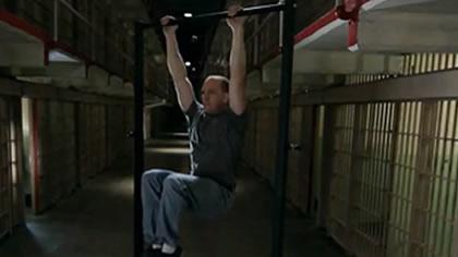 囚徒健身:24.举腿 第六式 悬垂屈膝