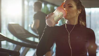 击破流言:睡前食用蛋白粉,到底好还是不好?
