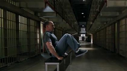 囚徒健身:04.举腿 第一式 坐姿屈膝