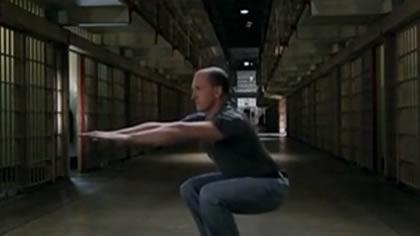 囚徒健身:22.深蹲 第六式 窄距深蹲