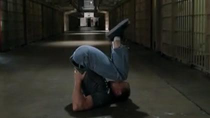 囚徒健身:02.深蹲 第一式 肩倒立深蹲