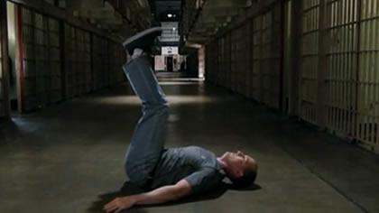 囚徒健身:12.舉腿 第三式 平臥屈舉腿