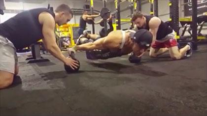 【极限健身】顶级街头健身高手是这样训练的