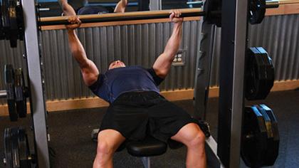 史密斯架锻炼胸肌的几组动作详解