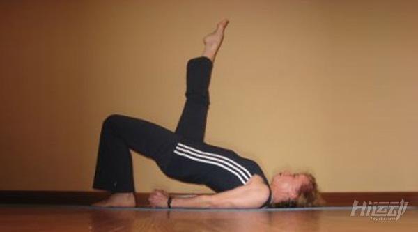 每天一式学瑜伽:桥式!改善月经不适 - 图片4