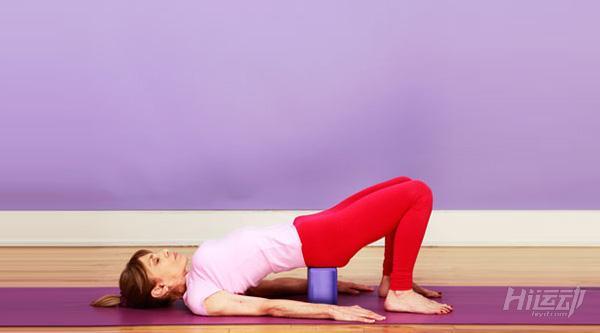 每天一式学瑜伽:桥式!改善月经不适 - 图片3