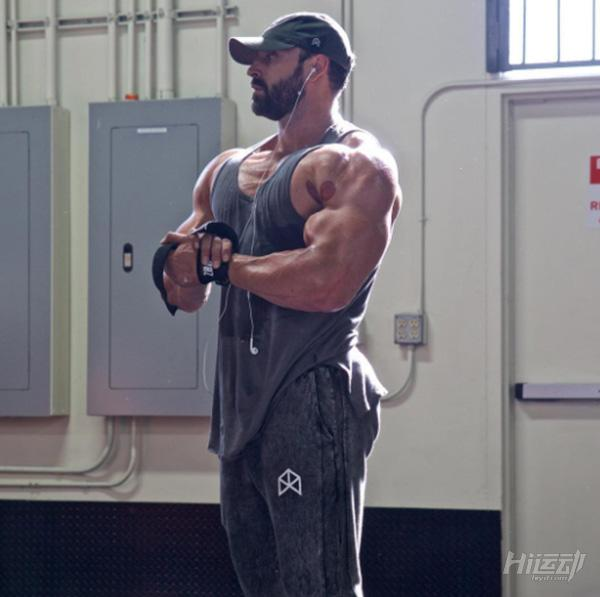 健身训练不需要花哨!小力王带你进行练胸与手臂 - 图片4