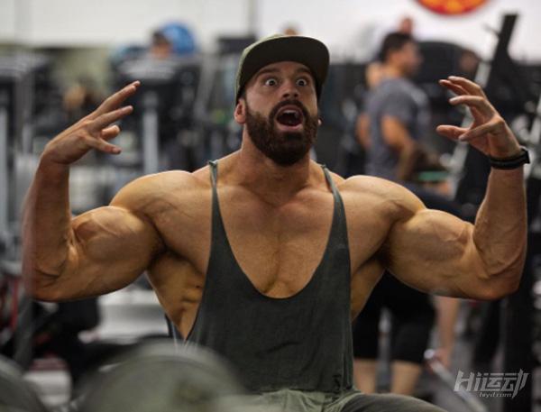 健身训练不需要花哨!小力王带你进行练胸与手臂 - 图片3
