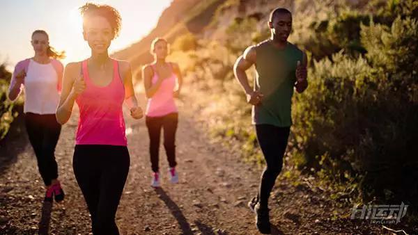 跑步伤膝盖?研究表明:久坐不动比业余跑步关节炎几率高3倍 - 图片8