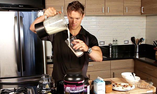 击破流言:睡前食用蛋白粉,到底好还是不好? - 图片2