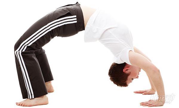 10个动作睡前瑜伽!舒经活血驱除每天疲劳 - 图片1