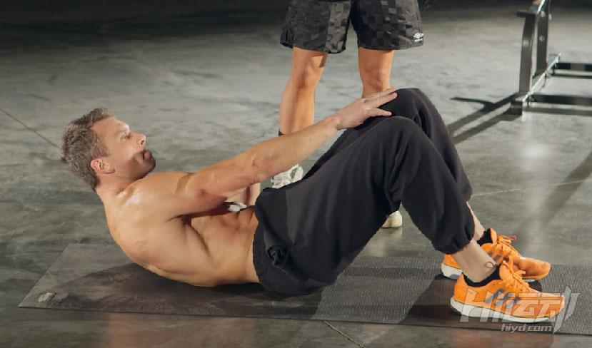 练腹肌的三个步骤 胖子也能变成型男 - 图片3