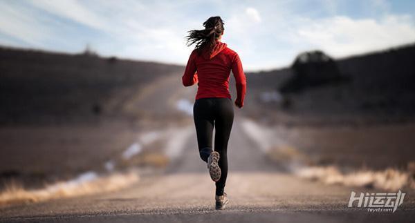 跑步之后担心腿变粗?7个拉伸动作为腿塑形