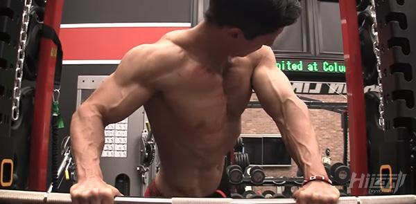 打造完美下胸外沿,這四個動作就足夠了 - 圖片7