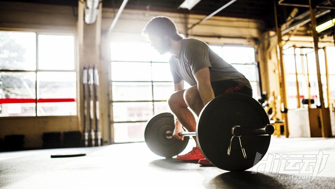 锻炼全身肌肉 4个技巧提升你的硬拉水平 - 图片4