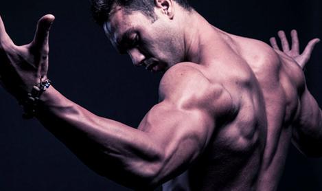 肩部肌肉怎么练 拉力器下拉练肩