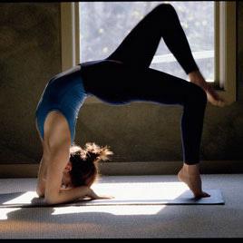 3个动作让你远离腰酸背痛困扰 拉伸塑形普拉提 - 图片2