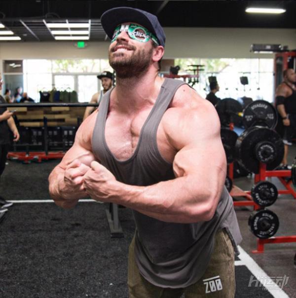 健身训练不需要花哨!小力王带你进行练胸与手臂