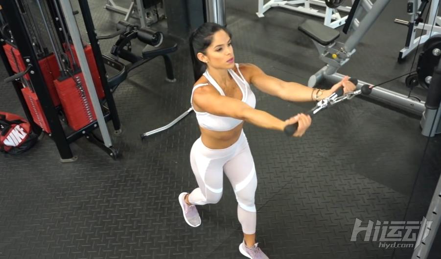 健身女皇米歇尔30分钟背部二头肌训练 - 图片1