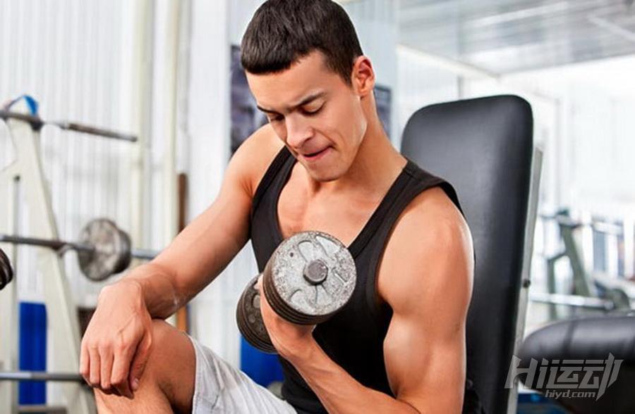 8個最好用的啞鈴訓練動作 同時刺激多個肌群 - 圖片2