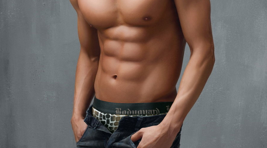 练腹肌必须练核心 8个有效的核心训练动作