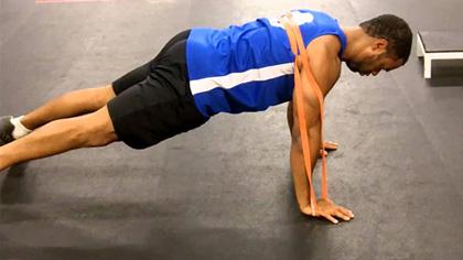 想比別人多增加2斤肌肉?訓練中加入彈力帶,動作做全程