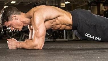 徒手訓練超級計劃!11個動作減脂增肌一起練