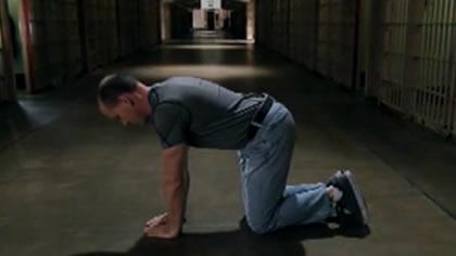 囚徒健身:21.俯卧撑 第六式 窄距俯卧撑