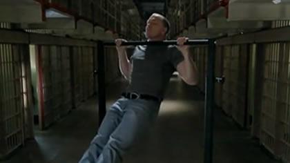 囚徒健身:11.引體向上 第三式 折刀引體向上