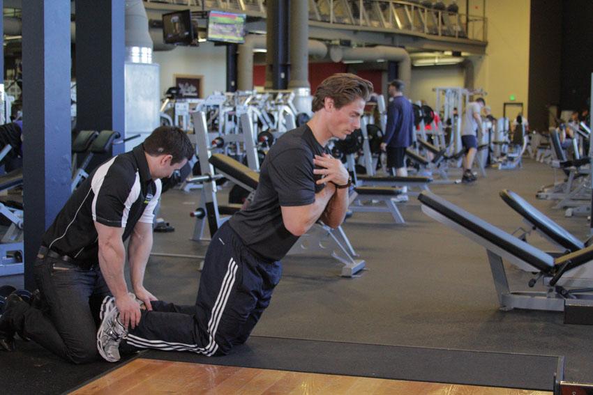 地面臀大肌-腘绳肌上升练习