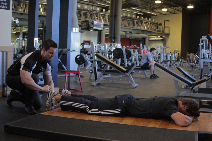 俯卧人工腘绳肌训练