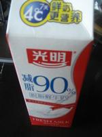 光明90%低脂鲜牛奶, 又叫光明脱脂奶